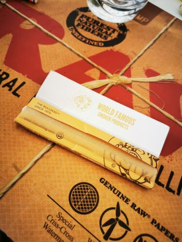 THE BULLDOG™ Brown King Size Slim Papers photo review